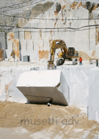 186 - Picture of marble quarry in italy - musettiadv
